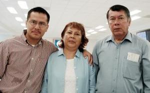 Francisco Pérez y Luz María Díaz viajaron a Los Ángeles, los despidió Francisco Pérez.