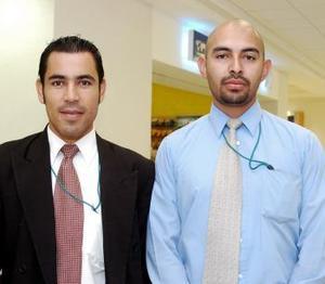 <b>17 de octubre 2005</b><p> David Jiménez y Cruz Torres llegaron a Torreón procedentes de Inglaterra.