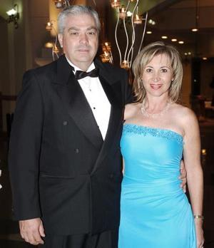 <b>19 de octubre de 2005</b><p> Ernesto e Irma Santoscoy.