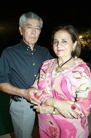 <b>19 de octubre de 2005</b><p> Antonio Lee y Karime Chibli de Lee celebraron hace unos días su aniversario matrimonial, con una agradable velada