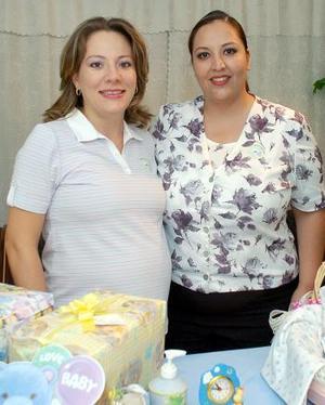 <B>19 de octubre 2005</b><p> Con motivo del próximo nacimiento de su bebé, Lisette de Sotomayor disfrutó de una fiesta de regalos acompañada realizada por Analíe de Bonne.