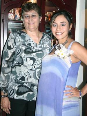 <B>20 de octubre 2005</b><p> Marcela Ariadna Almaguer de Martínez disfrutó de una fiesta de canastilla, que le organizó su mamá Adalicia de Almaguer