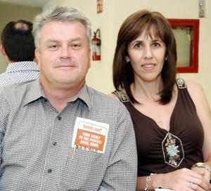 <b>19 de octubre 2005</b><p> Enrique Menéndez y Cecilia de Menéndez viajaron con destino a Minneápolis.