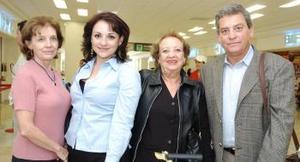 <b>20 de octubre 2005</b><p> Ana Lucía de Palazuelos llego de Atlanta, fue recibida por Ana Lucía y Cecilia.