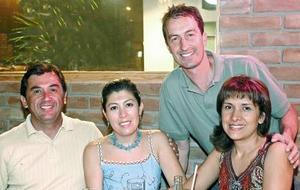 Ignacio Durán y Liliana de Durán, Jaime González y Claudia de González.