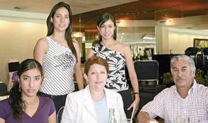 José Adán Peña  y Julia Payán de Peña con sus hijas Julia, Claudia y Adriana Peña Payán.