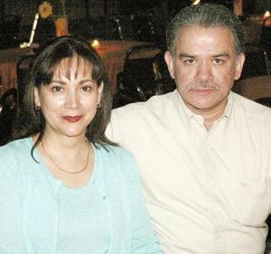 Maribel de Martínez y Gerardo Martínez.