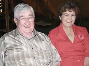 <b>22 de octubre de 2005</b><p>  Víctor Campos y Laty C. de Campos.