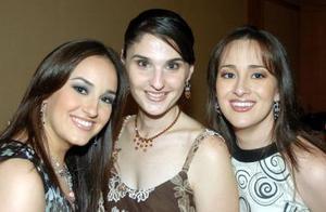 Beatriz con sus cuñadas Mariana y Ana Lucía Fernández Fernández.