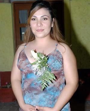 <B>22 de octubre de 2005</b><p>  María del Carmen Márquez Rodríguez contraerá matrimonio con Sergio Mercado Contreras, y por ello disfrutó de una despedida de soltera.