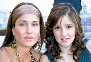 Deborah Salmón y Scarlett Murra de Ganem, captadas recientemente.