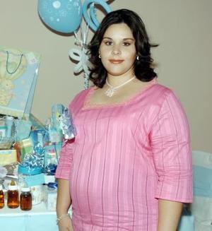 <B>22 de octubre 2005</b><p> Nora D,  de López, en su fiesta de canastilla.