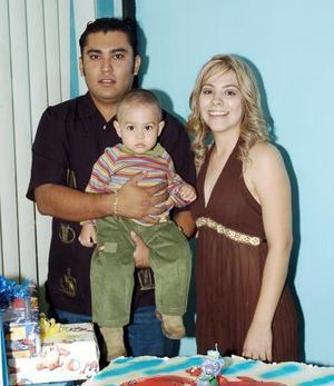 <b>22 de octubre 2005</b><p> Emilio Alfonso Saláis Rodríguez fue festejado con un convivio por sus papás, Alfonso Saláis y Sandra de Saláis, con motivo de su primer año de vida.