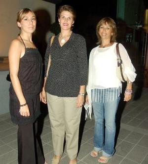 Sandra Calderón, Ángeles López de Calderón y Sandra Flores Castelo.