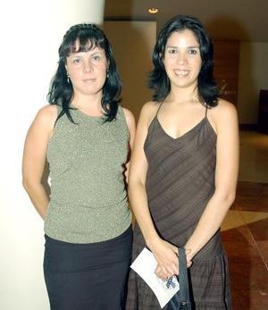 Brenda de Máynez y Eugenia Preece