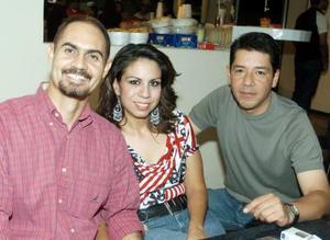 Manuel Alexander, Annel Rodríguez y Héctor Ugarte.