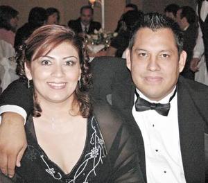 Sandra de Sánchez y Marco René Sánchez.