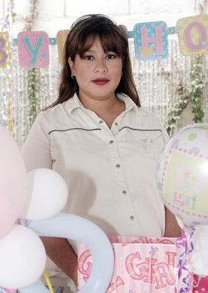 Isela Ibarra de Galindo recibió numerosos obsequios, en la fiesta de canastilla que le organizaron sus familiares y amigas en honor al bebé que espera