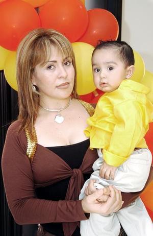 El pequeño Juan Mena festejó su primer cumpleaños, con una merienda que le organizó su mamá, Griselda Mena.