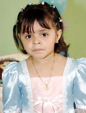 Silvia Gabriela Hernández Machado cumplió tres años de vida, y por ello disfrutó de un bonito convivio infantil.
