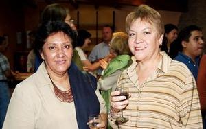 Dora Alicia Gámez y Estela Carreón.