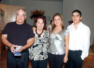 Juan Manuel y Víctor Flores, acompañados por Daniel yv Romeo Rodríguez.