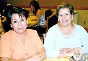 Lenchis de Samámiego y Mary de Flores.