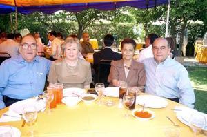 Mario Villarreal y Aída de Villarreal, Ricardo Cisneros y Cecilia de Cisneros, del Club Sembradores de Torreón.