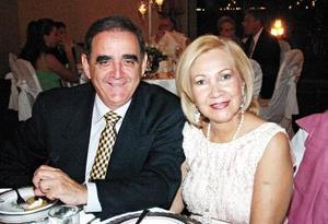 Raúl Guerra y Lupita Siller de Guerra.