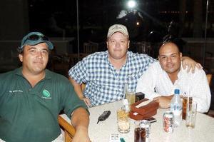 Roberto Dávila, Ricardo Dávila e Israel Jiménez.