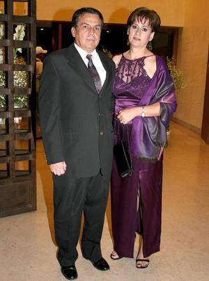 Roberto Uribe y Ana Bertha M. de Uribe.