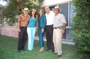 Roy y Susy Dingler, Omar y Liliana Giacomán y Ricardo Barrera, captados en un festejo de los Sembradores..