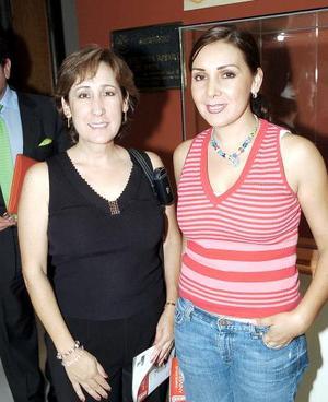 <b>23 de octubre de 2005</b><p> Victoria Lozoya de Díaz Flores y Laura de González..