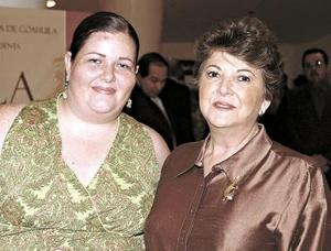 Celia de Iriarte y Cecilia Irirarte.