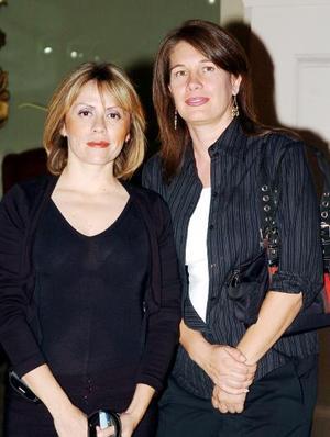 <b>24 de octubre de 2005</b><p> Silvia y Alejandra Murra.