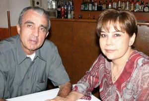 Carlos Santos y Mary Carmen Ramírez.