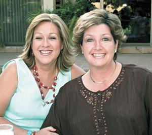 <b>25 de octubre de 2005</b><p> Rebe de Meléndez y Angelita de Campa.
