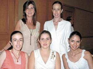<b>24 de octubre de 2005</b><p> Pilar Calleja, Marisol Tricio, Miriam Tricio, Lucía Calleja y Amine Gómez.