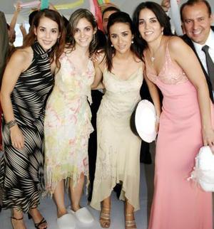 Claudia Robles de Garza, Laura de la Parra de Baca, Dora Martínez, Esther Garza y Tolano González.