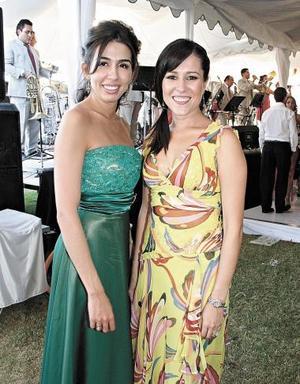 Iris Villarreal y Bertha Aguilera, asistieron  al banquete.