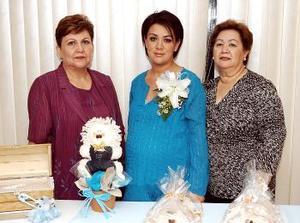 <B>23 de octubre 2005</b><p> Por el cercano nacimiento de su primer bebé ofrecieron una fiesta de canastilla a Vanessa Valeria Sosa, que le prepararon Belem Barón y Virginia Sosa de Valerio