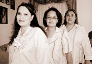 <B>24 de octubre 2005</b><p>  Claudia Reynoso de González disfrutó de una fiesta de canastilla que le organizaron su suegra, Juana Alicia Cervantes y Rebeca Valdés de González.
