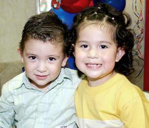 <b>24 de octubre 2005</b><p> Luis Carlos Gallegos Godínez y Marlén Ximena Godínez, en reciente festejo.
