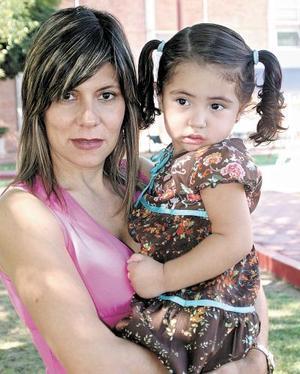 Magaly y Sofía Berumen.