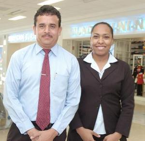 Nancy Orta Rodríguez y gabriel Acosta Enríquez viajaron a la Ciudad de México.