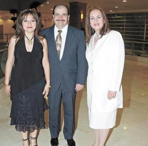 Katy de Zarzar, Jorge Zarzar y Jaqueline Armendátiz de Deep.
