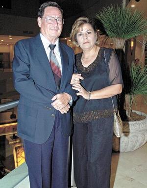 Gilberto Deep López y Jaqueline Armendáriz de Deep.