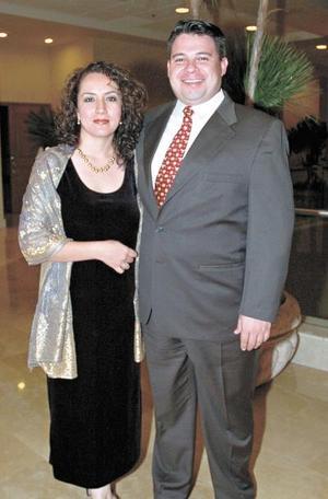 <b>26 de octubre de 2005</b><p> Érika Santillán y Lauro Vázquez.