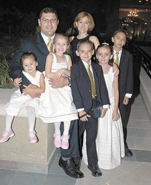 Sergio Puentes, Cristina de Puentes, Elizabeth y Vivian Puentes, Nacho Franco y Brenda Aguilera.