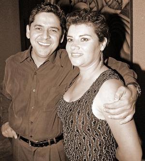 Leonel Ávila con su esposa  María de la Paz  Yáñez.